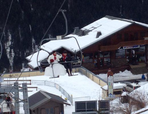 Echtpaar Valentijnsdag in de skilift